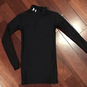 Unisex Under Armour black cold gear shirt